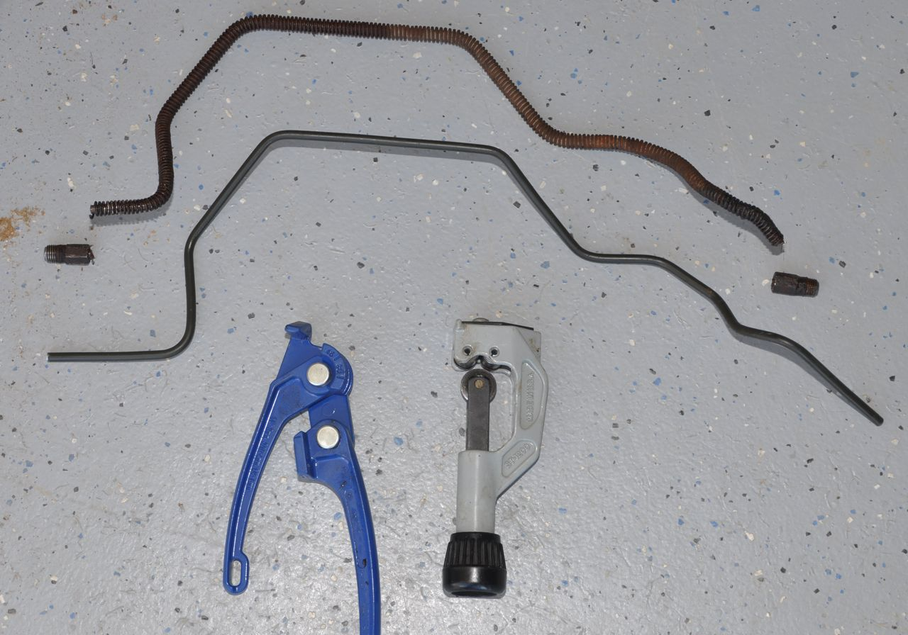 Dodge B250 Ram Van Wagon 52l 318ci Repair 318 Engine Fuel Line Diagram Old Brake At The Top With Nuts Broken Off Becuase They Were Too Rusted To Turn Bottom Is New No Flares Or Check Fit And